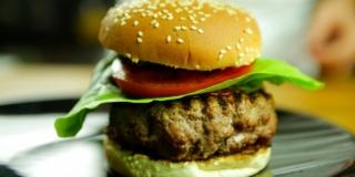 O Melhor Hambúrguer com Gorgonzola Caseiro