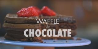 WAFFLE DE CHOCOLATE com Pedaços de Chocolate e Morango (SUPER PRÁTICO)